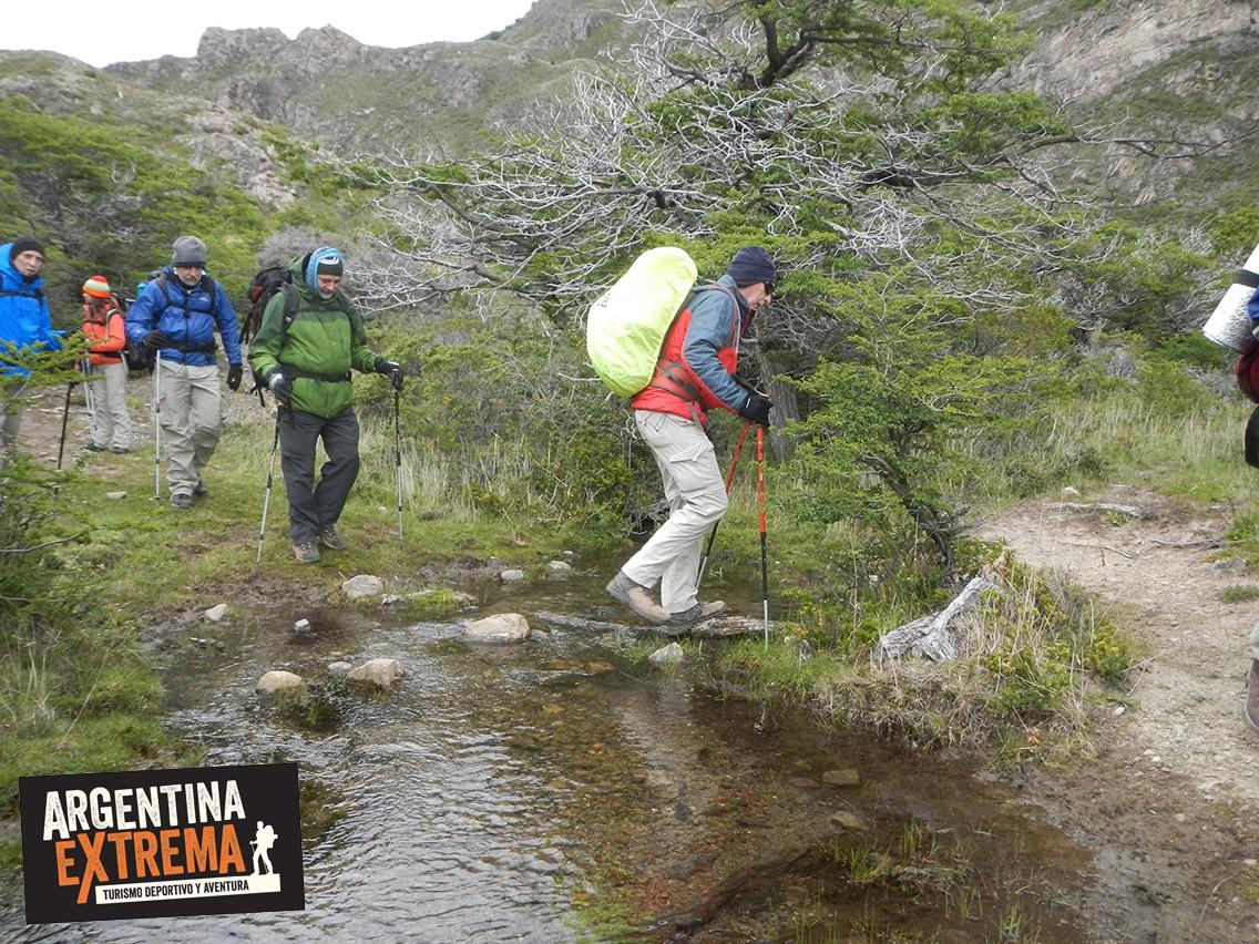 Cruce arroyos trekking