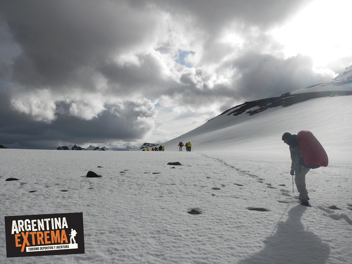 Nieve trekking Paso La Union Lago del desierto
