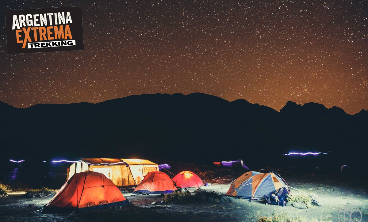 campamento barroso nocturno
