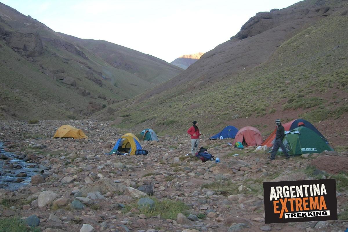 campamento trekking Andes