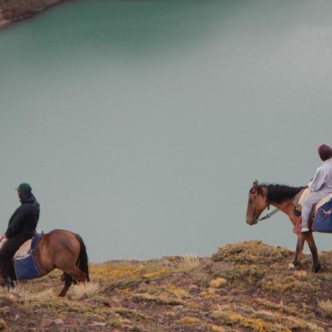Laguna Baya Cabalgando los Andes