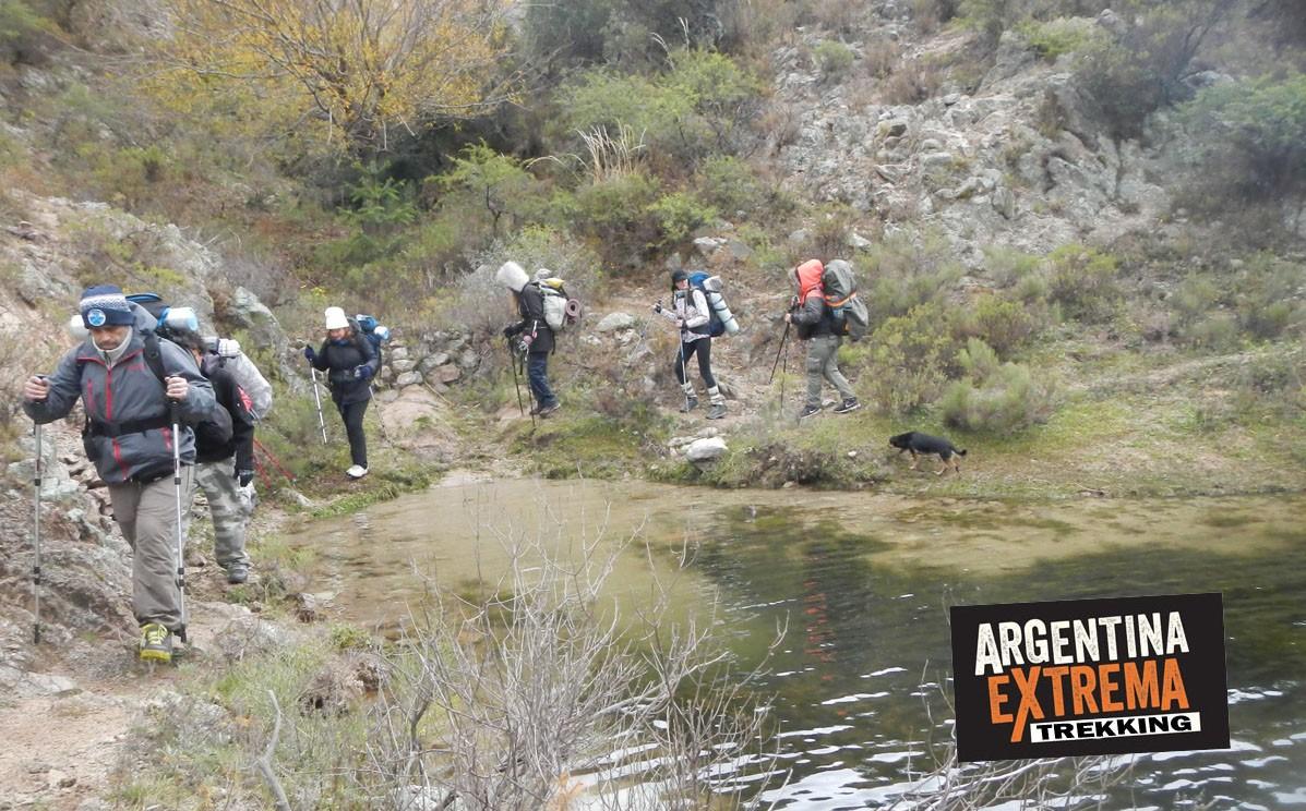 trekking bordeando el dique los Alazanes