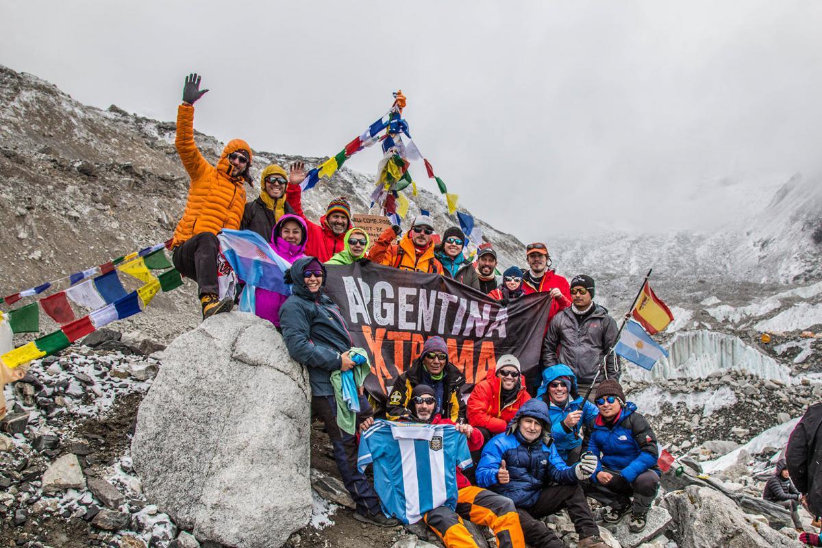 El grupo de argentinos con el que Gustavo Gorostiaga  vivió su aventura rumbo al Everest