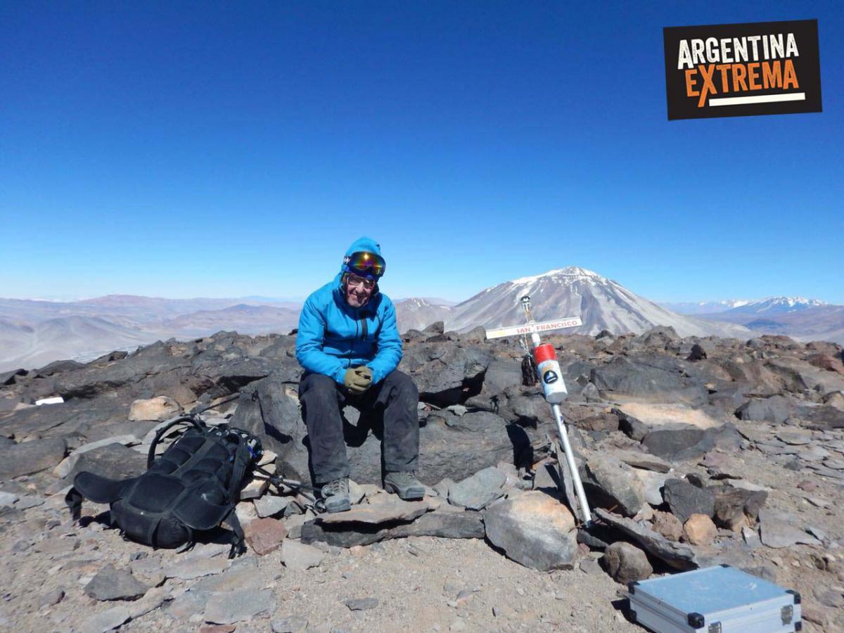 Cumbre: Volcán San Francisco 6040 msnm - Catamarca + Inca Huasi de fondo