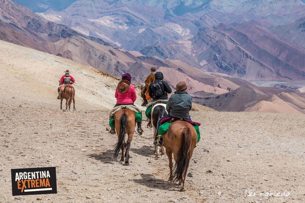 Descenso del Paso del Espinacito 4365 msnm - Cruce de los Andes Sanmartiniano