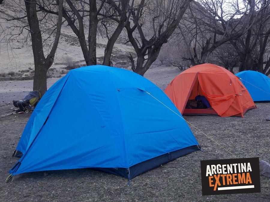 campamento junto a puestos