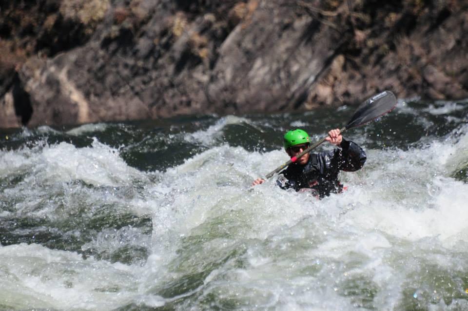 clinica de iniciacion al kayaking de aguas blancas160