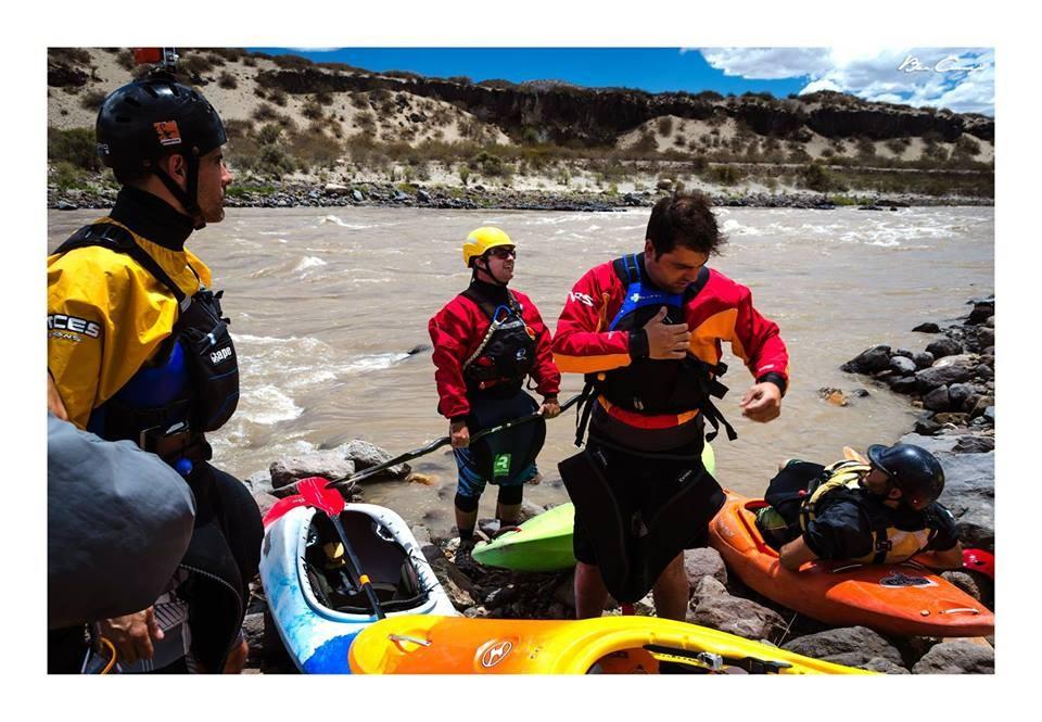 clinica de iniciacion al kayaking de aguas blancas669