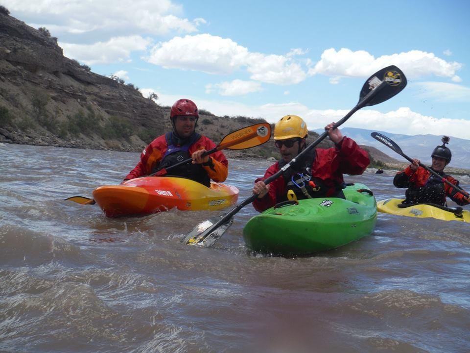 clinica de iniciacion al kayaking de aguas blancas772