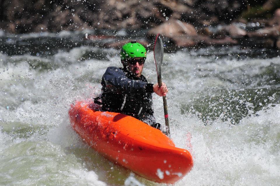 clinica de iniciacion al kayaking de aguas blancas790