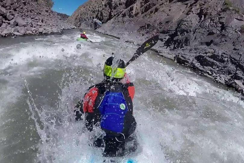 clinica de iniciacion al kayaking de aguas blancas816