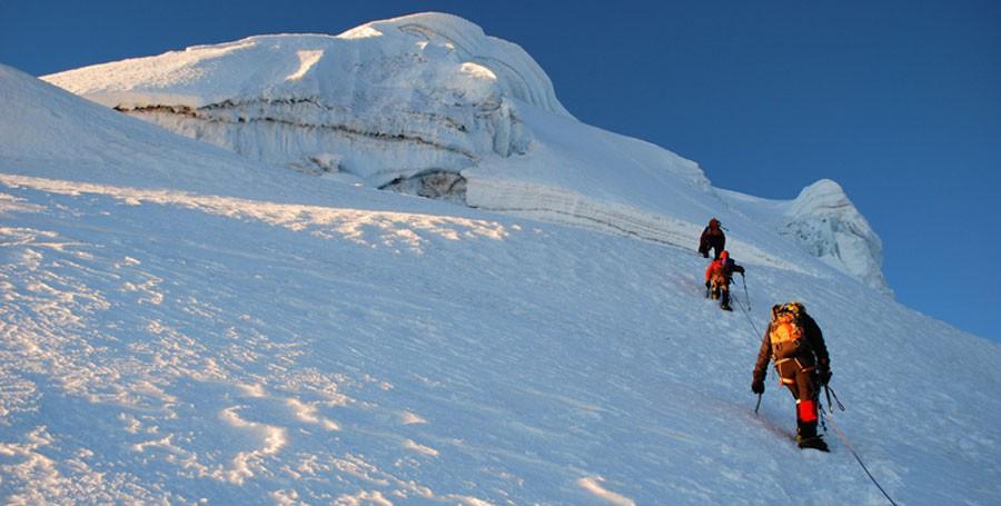 expedicion a cordillera blanca escalada ishinca y tocllaraju peru280
