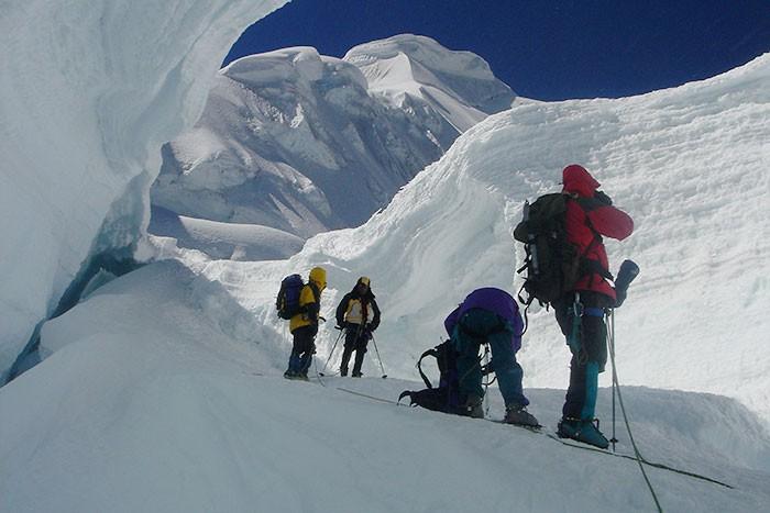 expedicion a cordillera blanca escalada ishinca y tocllaraju peru806
