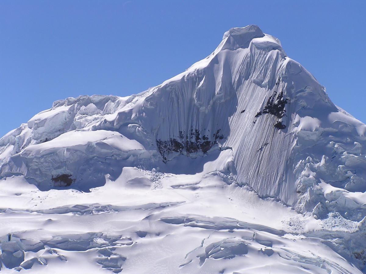 expedicion a cordillera blanca escalada ishinca y tocllaraju peru862
