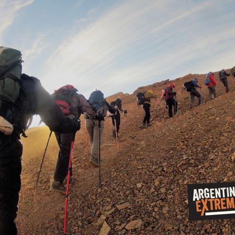 Simulación de montañismo - ascensionismo y trekking - entrenamiento urbano