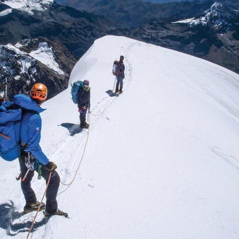 Escalada en Cordillera Blanca - Quebrada de Ishinca - Tocllaraju (6034 msnm) - Curso de escalada en hielo - Peru