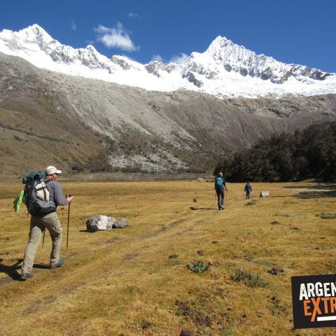 una de las travesías de trekking más maravillosas de la Patagonia, recorriendo rincones poco explorados. #top10treksofargentina