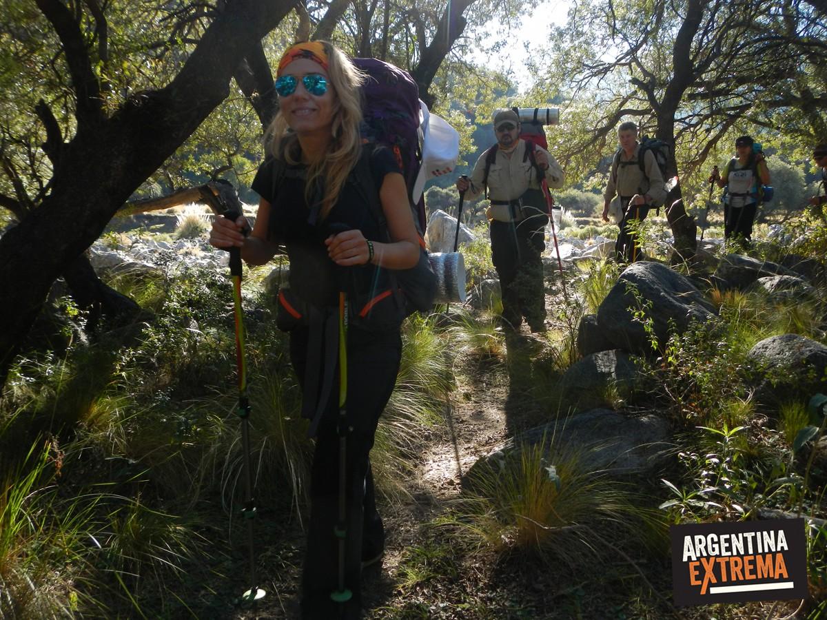 trekking mujer linda
