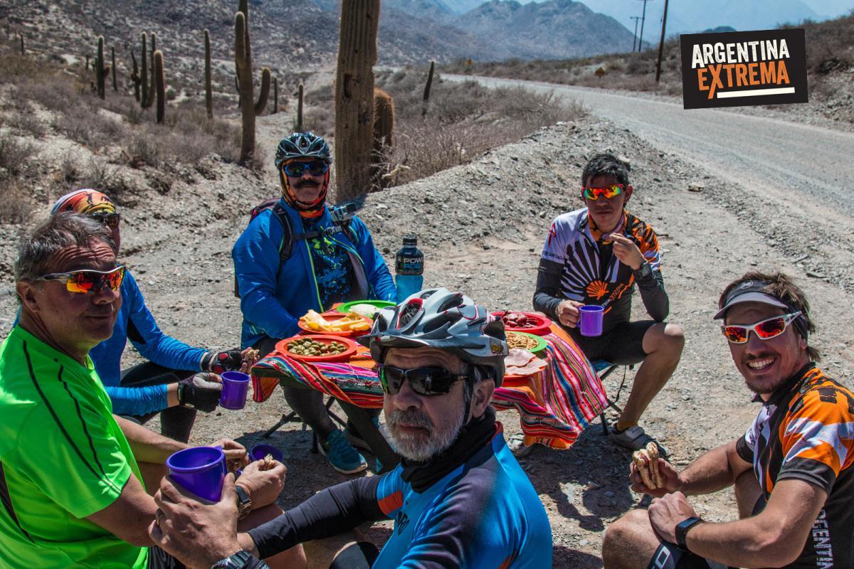 Reponiendo fuerzas en el Camino - Ruta 40 - Cicloturismo